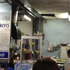 Photo taken at ครัวสมพร by Tao R. on 3/21/2012