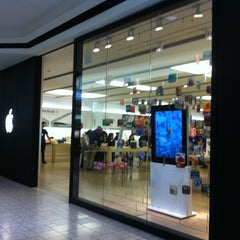 Photo taken at Apple Store, Cherry Creek by Nora B. on 3/5/2011