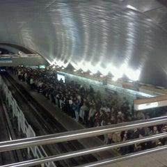 Das Foto wurde bei Metro La Cisterna von Alejandra V. am 10/25/2011 aufgenommen