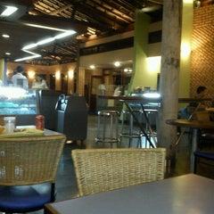 Foto tirada no(a) Belleus Lanches por Thaynara T. em 12/11/2011