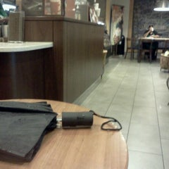 Photo taken at Starbucks by Jamone K. on 9/23/2011