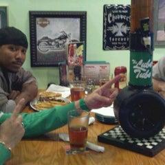 Photo taken at Quaker Steak & Lube® by Eric Sean on 9/24/2011