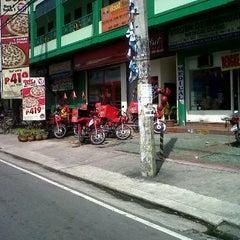 Photo taken at Pizza Hut by EmoPunksBruno on 10/12/2011