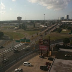 Photo taken at Holiday Inn Metairie New Orleans Airport by Bobby D. on 5/24/2011