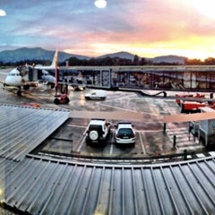 Photo taken at Aeropuerto de Vigo (VGO) by Viguesesweb v. on 11/30/2011
