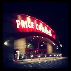 Photo taken at Price Chopper by Benton on 4/5/2012