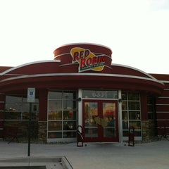 Photo taken at Red Robin Gourmet Burgers by Michael G. on 7/5/2012