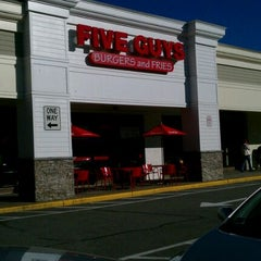 Photo taken at Five Guys by Vic E. on 10/9/2011