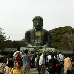 Photo taken at 鎌倉大仏 (Great Buddha of Kamakura) by Itaru K. on 4/29/2012