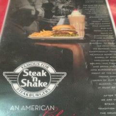 Photo taken at Steak 'n Shake by Nicholas R. on 12/14/2011