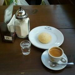 Photo taken at Café do Mercado by Paulo M. on 8/6/2011