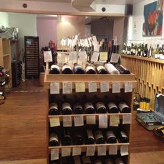 Photo taken at Fat Cat Wine by J C. on 8/15/2012