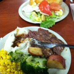Photo taken at Golden Corral by Lisa C. on 2/11/2012