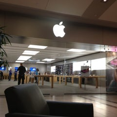 Photo taken at Apple Store, Dadeland by Jack M. on 5/8/2012