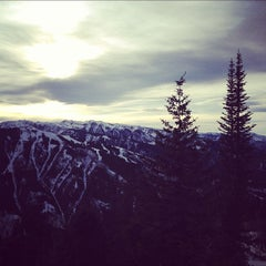 Photo taken at The Sundeck at Aspen Mountain by nikhil t. on 3/25/2012