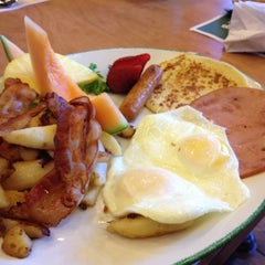 Photo taken at Cora Breakfast & Lunch by Andy G. on 5/12/2012