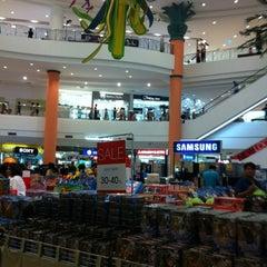 Photo taken at The Mall Nakhon Ratchasima (เดอะมอลล์นครราชสีมา) by Jeed K. on 8/25/2012