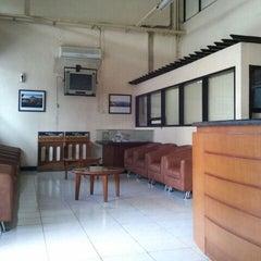 Photo taken at Redaksi Pikiran Rakyat by aprizal ramadhan on 12/14/2011