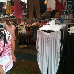 Photo taken at กาดติ๊ด ตลาดนัดวันอาทิตย์ (Sunday Market) by BuZzNut on 7/29/2012
