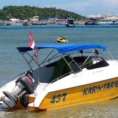 Photo taken at หาดพัทยา (Pattaya Beach) by เอเอ บ. on 7/16/2012