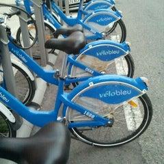 Photo taken at Vélo Bleu (Station No. 28) by Iarla B. on 8/13/2011