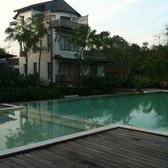 Photo taken at AANA Resort & Spa Koh Chang by Jakkrit T. on 11/15/2011