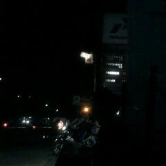 Photo taken at SPBU 34-15320 by Daud Tri Jatmiko A. on 1/18/2012