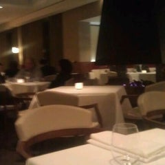 Photo taken at Roberto's Restaurant by Philippe R. on 12/7/2011