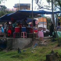 Photo taken at gerai bawah pokok Kwsp by Mohd Salleh A. on 1/11/2012