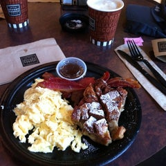 Photo taken at Corner Bakery Cafe by Gilson M. on 9/27/2011
