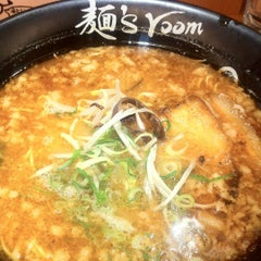 Photo taken at 麺's room 神虎 なんば店 by KRR S. on 5/29/2012