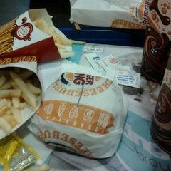Photo taken at Burger King by Norberto Gabriel M. on 4/25/2012