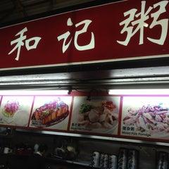 Photo taken at Ho Kee Porridge 和记粥 by Robert Wesley S. on 6/13/2012