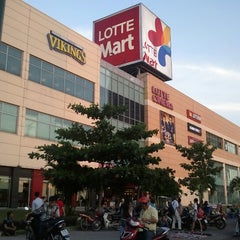 Photo taken at Lotte Mart by Hải L. on 8/8/2012