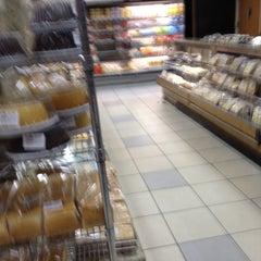 Photo taken at Della Panificadora by Regiane S. on 2/25/2012