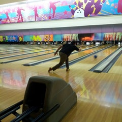 Photo taken at Spincity Bowling Alley by Hendra N. on 8/4/2012