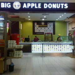 Photo taken at Big Apple Donuts by Rafi Rafael Ramli™ on 10/23/2011