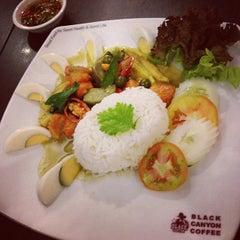 Photo taken at Black Canyon Coffee (แบล็คแคนยอนคอฟฟี่) by Aik S. on 6/20/2012