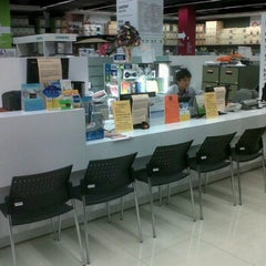 Photo taken at Power Buy (เพาเวอร์บาย) by Mochi A. on 11/8/2011