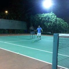 Photo taken at Văn Thánh Tennis Court by Viet Si L. on 1/12/2012