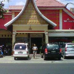 Photo taken at RM Padang Duta Minang by Refin W. on 9/4/2011