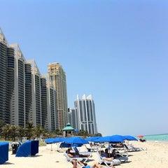 Photo taken at DoubleTree by Hilton Ocean Point Resort & Spa - North Miami Beach by Eduardo O. on 5/10/2011