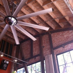 Photo taken at Basic Urban Kitchen & Bar by Lucas Henrique L. on 7/7/2012