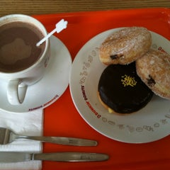 Photo taken at Dunkin' Donuts by Irfan B. on 6/12/2012