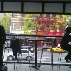 Photo taken at Traffic Bar Midtown East by Tanya V. on 4/20/2012