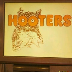 Photo taken at Hooters by Sami R. on 11/29/2011