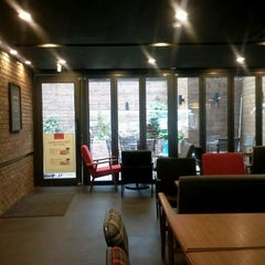 Photo taken at A Twosome Place by Mikang K. on 11/2/2011