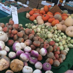 Photo taken at Hollywood Farmer's Market by Rhiann R. on 11/13/2011