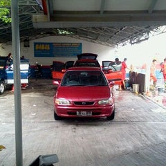 Photo taken at Bibil car wash and salon by Yandri E. on 10/23/2011