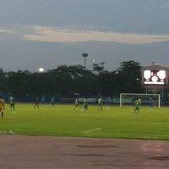 Photo taken at สนามกีฬาจังหวัดพระนครศรีอยุธยา by Waraporn P. on 8/4/2012